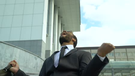 si : Businessman shouting with happiness, successful profitable startup, yes gesture Archivo de Video