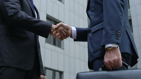 договориться : Future business partners shaking hands slow-mo, company cooperation, teamwork