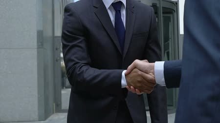 yavaş : Professional financial consultant shaking company worker hand, cooperation