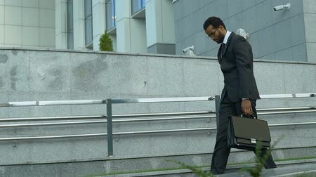 licenziamento : Stressed office worker walking as zombie after tough day, routine, overworked