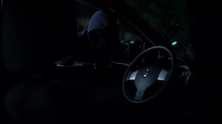 bandido : Carjacker is caught by parking security with flashlight night, law and order Vídeos