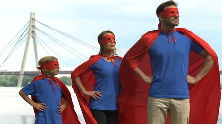 hatalmas : Superhero parents and kid ready for adventure, family support and togetherness