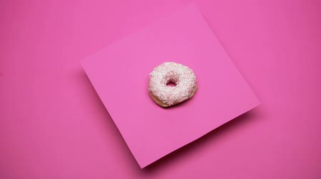 tápanyagok : Donut spinning on pink background, junk food, overweight problems, macro shot