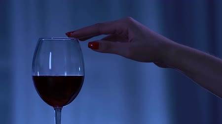 каберне : Womans hand with perfect manicure seductively touching glass with red wine