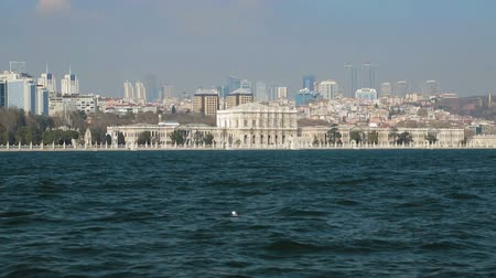 isztambul : Superb vision from boat sailing on Chiragan Palace, Bosphorus cruise in Turkey