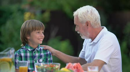 avondmaal : Grandfather talking to grandson, warm family relations, generation bridge