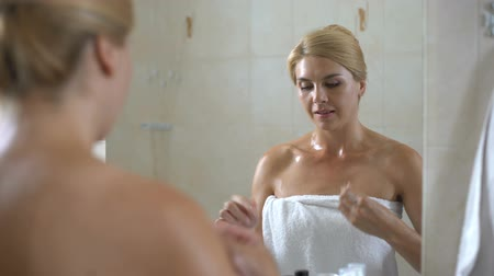 ból zęba : Female in bathroom brushes teeth with dental floss, tooth diseases prevention Wideo