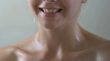 pulverização : Smiling woman applying perfume on neck in bathroom, special scent for lady