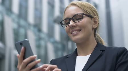 tebliğ : Business woman checks news and e-mail in modern business app on her smartphone Stok Video