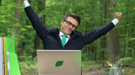 eco friendly : Young employee breathing well in good conditioned office, non-allergic space Stock Footage