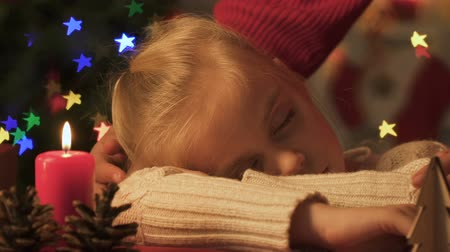 heavenly : Mom strokes daughter who fell asleep on Christmas night in anticipation of Santa