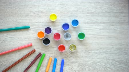 ponta : Colorful felt-tip pens and paints forming sun-figure, children rehabilitation Stock Footage