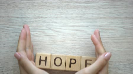 contemplação : Hope word made by female hands, family creation, expectancy of baby, happiness Vídeos