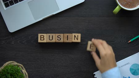 фраза : Business project, woman making phrase of cubes, good ideas for company start-up