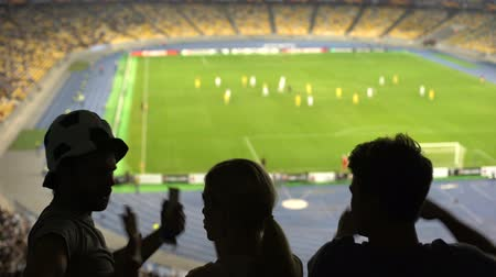 審判 : Football fans showing thumbs-down gesture, disappointed by referee decision