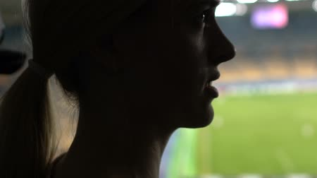 büntetés : Girl almost cry at football match, very disappointed with score, slow-motion