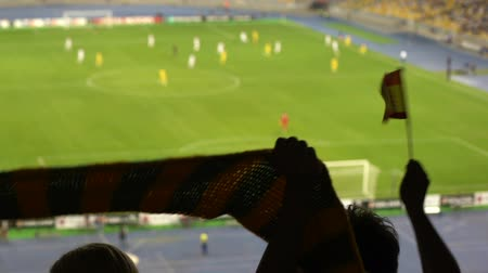 torcendo : Joyful football fans holding scarf, waving flag of Spain, favorite team support
