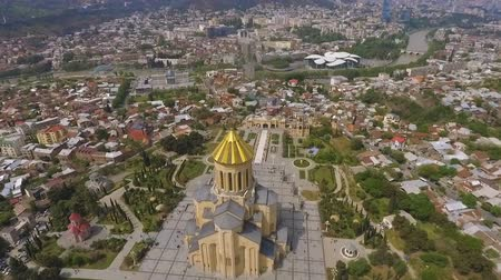 神社 : Old Holy Trinity Cathedral in Tbilisi, architectural landmark, sight in Georgia