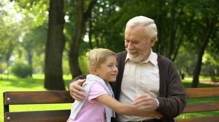 autêntico : Grandson runs up to grandfather, embraces him, secured old age and family values