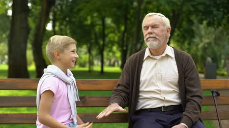 perdedor : Boy playing rock paper scissors game with granddad, old man lose and give banana