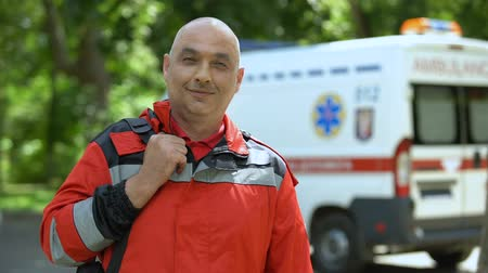 competence : Middle-aged paramedic posing for camera, professional emergency medical service