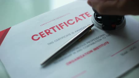 pecsét : Certificate document approved, hand stamping seal on official paper, validation