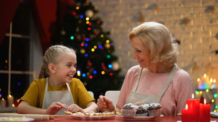 noel baba : Cheerful grandma and girl giving high-five, preparations for holiday finished