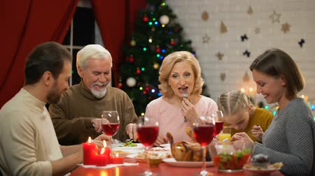 miraculous : Big family eating Xmas dinner, chatting smiling having good time together Stock Footage