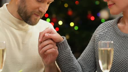 liefdevol : Man tenderly kissing woman hand, romantic date on Christmas night, closeup