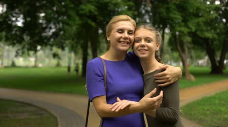 promoce : Mother walking her grown-up daughter to university, beginning of students life Dostupné videozáznamy