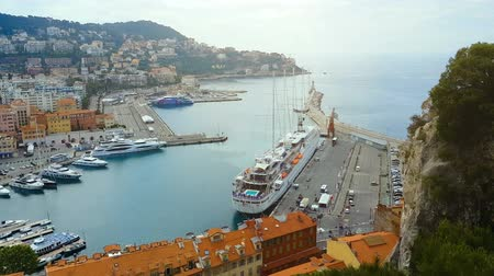 destinasyon : Buildings and yachts in port of Nice, french marina in Mediterranean sea.