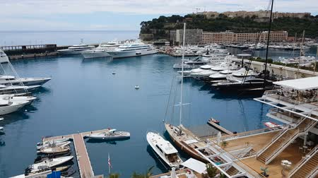 vezetett : Elite yacht parking spots in European resort, guided cruise on board for tourist