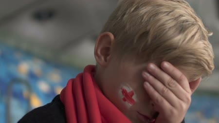 敗北 : Young british fan upset after match loss, football championship, disappointment