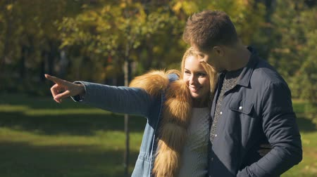 wiewiórka : Girlfriend pointing at squirrel running in park, romantic date, tender relations Wideo