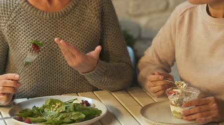 ajánlás : Woman pointing salad, recommending friend to start dieting, healthy food benefit