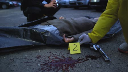difuntos : Forensic expert fixing numbers of evidence on crime scene, murder investigation