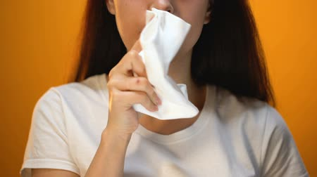 higiênico : Girl wiping face with napkin after eating, hygiene and etiquette, happy client