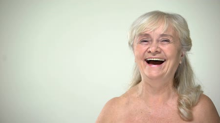 positief denken : Joyful attractive female laughing, patient satisfied with skincare procedure