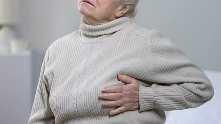 rebuliço : Aging female suffering strong pain in chest, heart disease, risk of heart attack