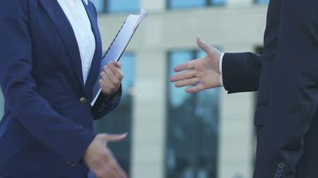 meeting negotiate : Female and male entrepreneurs shaking hands in agreement, successful cooperation Stock Footage