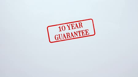 обещание : 10 Year Guarantee seal stamped on blank paper background, product quality