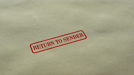 levelezési : Return to Sender seal stamped on blank paper background, delivery failed Stock mozgókép