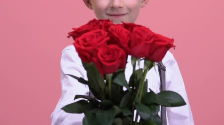 congratulating : Young gentleman showing bouquet of roses to camera, delivery service, surprise Stock Footage