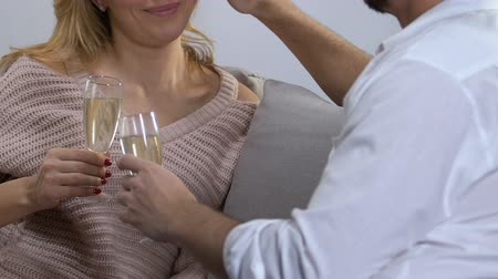 meghittség : Couple drinking wine, man complimenting woman and stroking her hair, seduction
