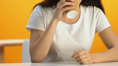 pauza : Relaxed woman drinking hot beverage in cafeteria, energetic drink, caffeine