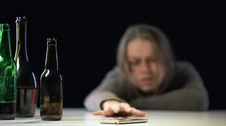 forródrót : Female suffering alcohol poisoning trying to reach phone to call for help, aid