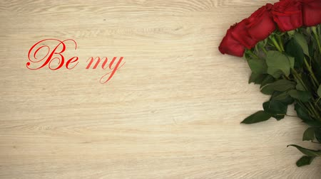 frase : Be my Valentine phrase and bunch of roses isolated on wooden background, love