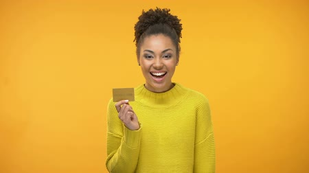 sınırları : Black woman holding golden credit card, VIP banking programs for rich people