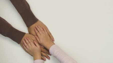 consciente : Child holding mothers hands, conscious parenthood, long-awaited child, care