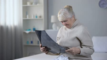 incurable : Depressed old lady looking at brain x-ray and crying, incurable disease, health Stock Footage
